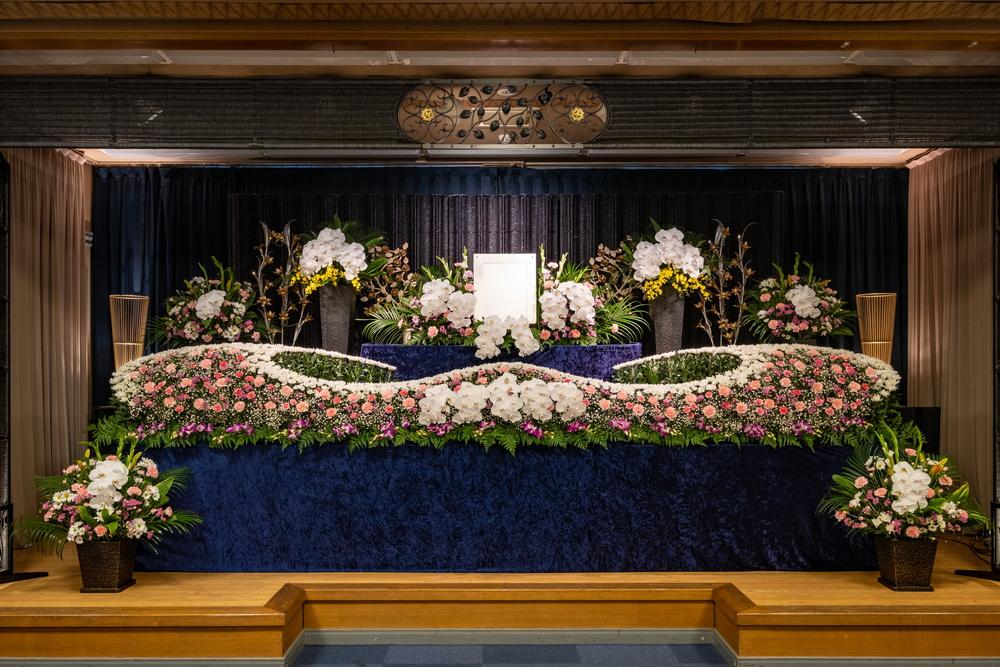 石巻葬儀社/石葬会館の本館1階生花祭壇
